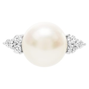South Sea pearl ring in 18k white gold with diamond accents. 0.36cts. Size 6.75