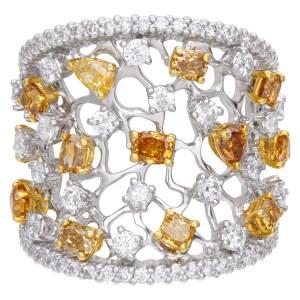 Sparkling diamond ring in 18k white gold