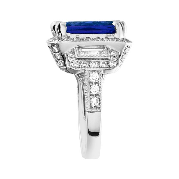 Stunning 7.20 carat Tanzanite and diamond ring in 18k white gold