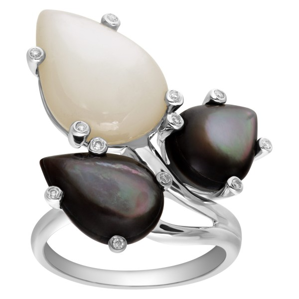 Black and White Mother of Pearl and Diamond Ring 18k white gold