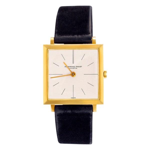 Audemars Piguet Geneve 18k Ivory dial 25.5mm Manual watch with box. Circa 1969.