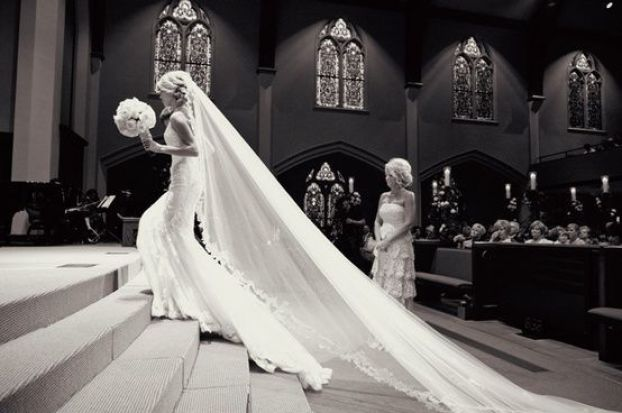 Mississippi-wedding-traditions-bride-veil-long