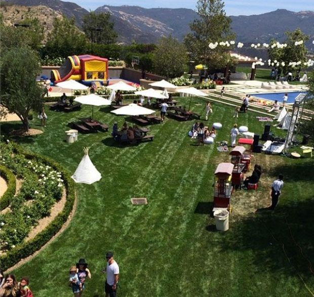 1403428930_kim-kardashian-north-west-kanye-west-kidchella-festival-first-birthday-party-kendall-jenner-ferris-wheel-bouncy-castle