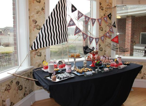 pirate-ship-table-image1