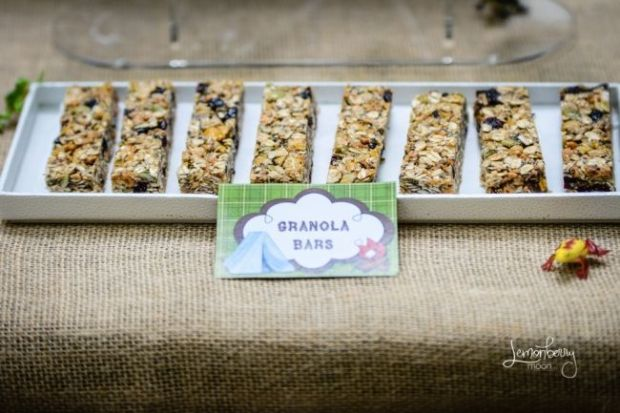 boys-camping-birthday-party-granola-bar-ideas