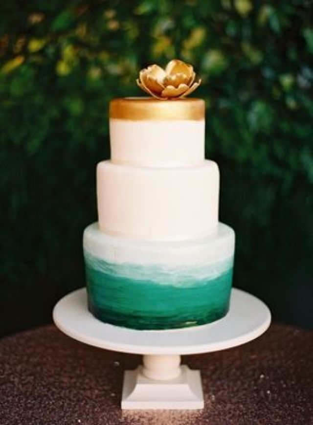 cake_blue_and_gold_three_tier_fondant_ombre