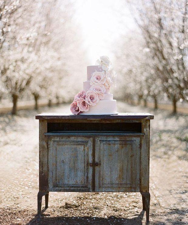 light-lavender-cake-oversize-cascading-roses-so