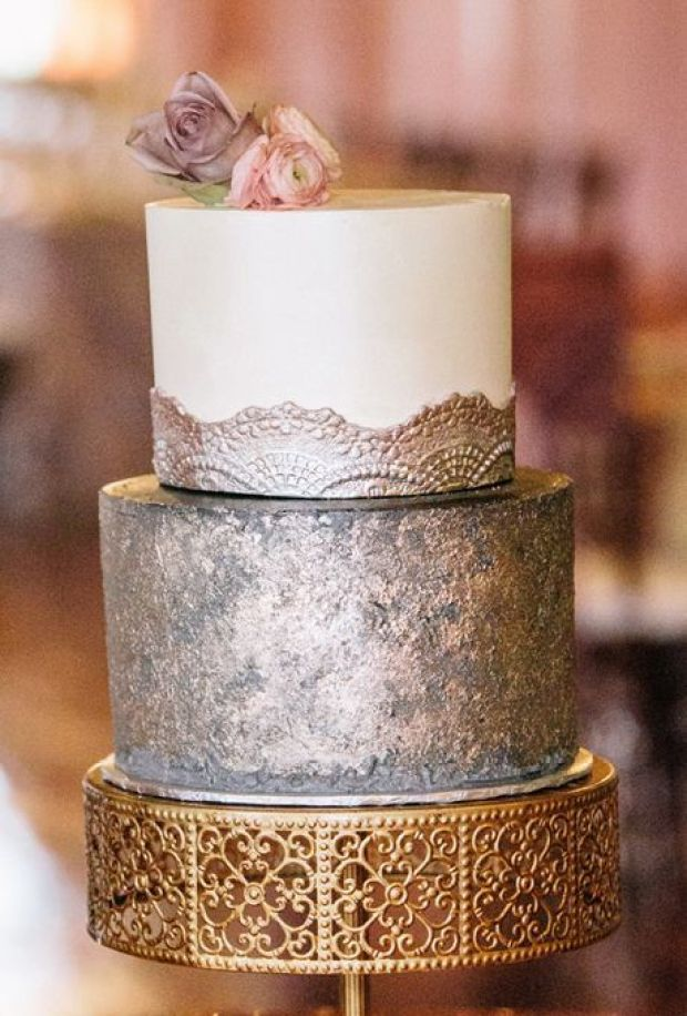 01-NEW-Metallic-Wedding-Cakes-Vue-Photography-silver