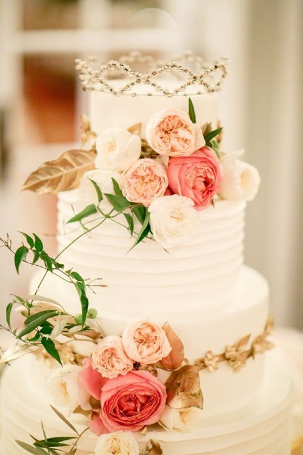 22Gilded-Garden-Inspired-Wedding-Blackstone-Hotel-Chicago-Kina-Wicks-white-cake-flowers-crown-2