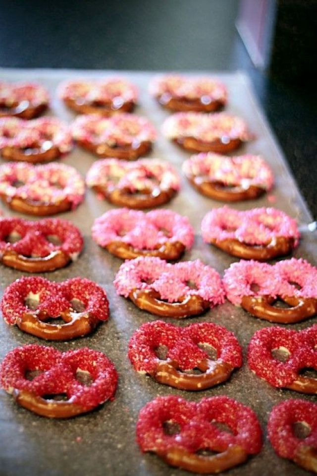 how-to-make-chocolate-dipped-pretzels-500x750.jpg