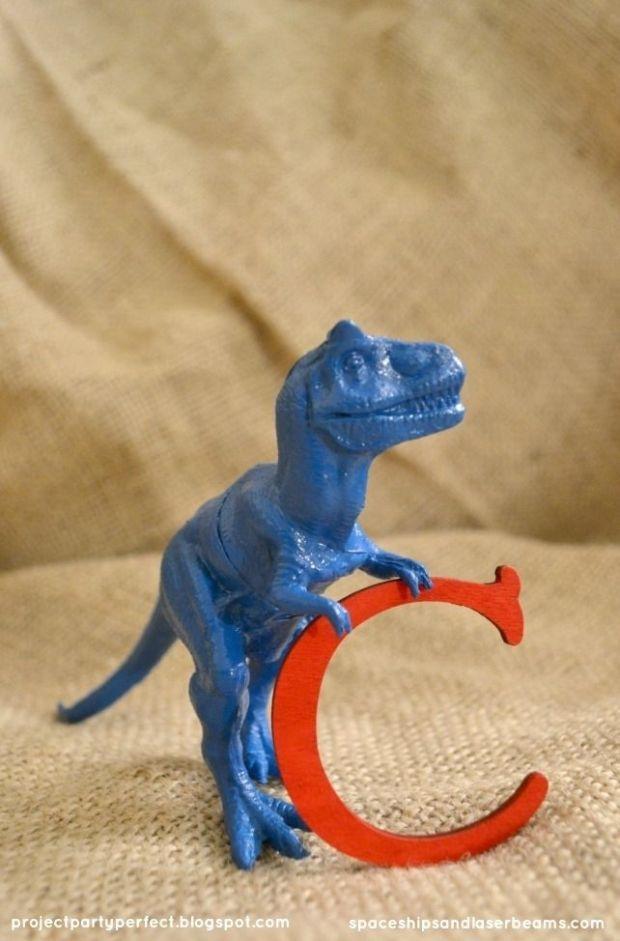 dinosaur-craft-idea-diy-birthday-party-decoration.jpg