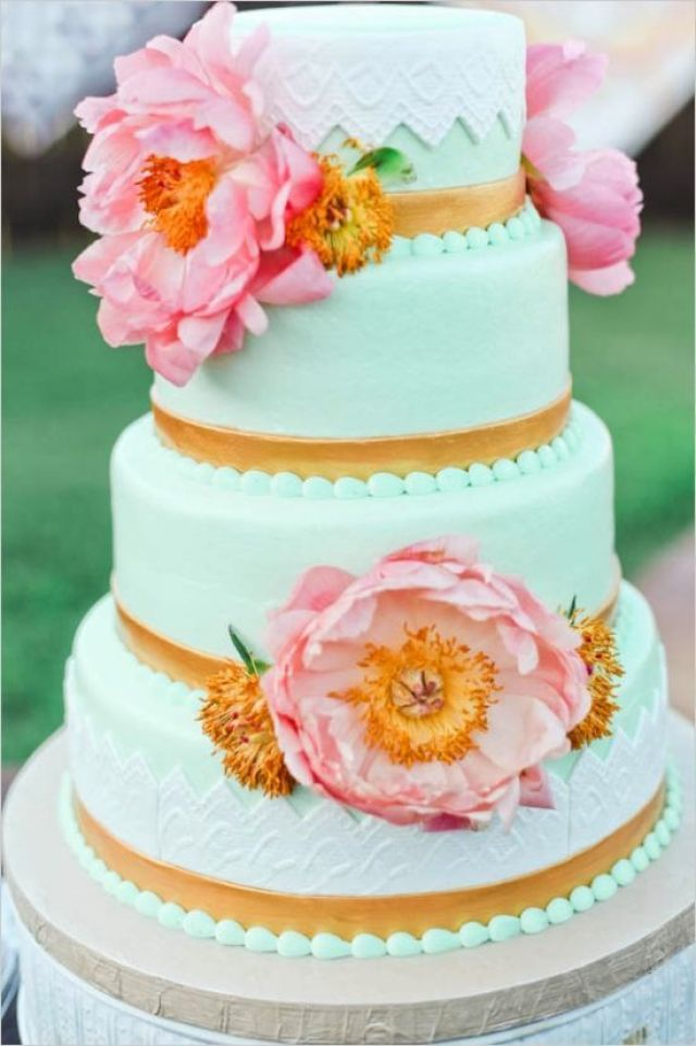 mint-and-gold-wedding-cake