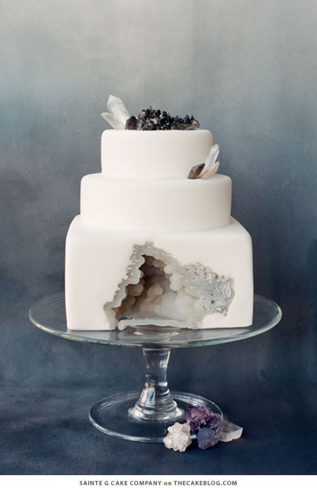 winter_white_wedding_cakes_1.jpg