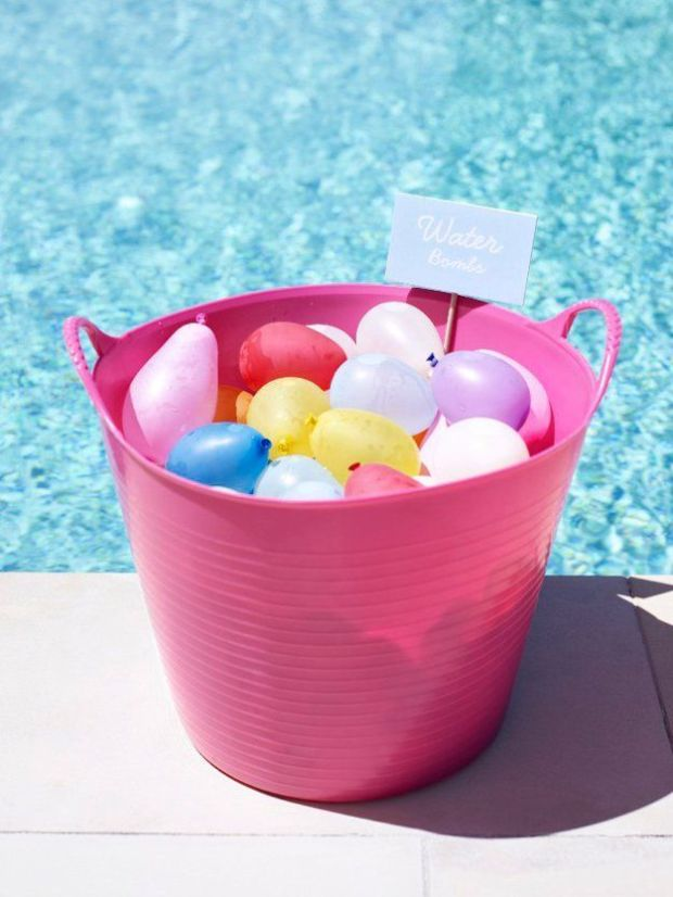 Amazing-DIY-Beach-Party-Ideas-Water-Bombs.jpg