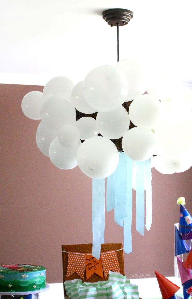 Balloon-Cloud-Decoration-for-Peppa-Pig-Party.jpg