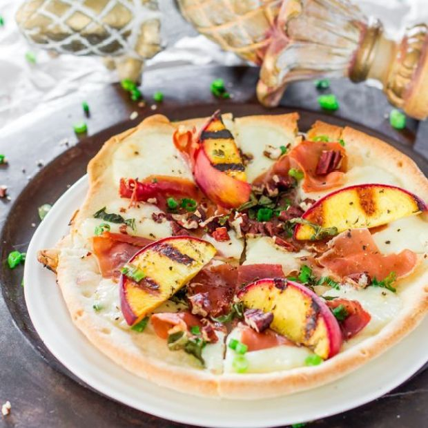 grilled-peach-and-prosciutto-flatbreads-11.jpg