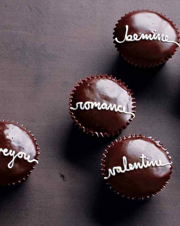 la104524_0209_val_cupcakes_vert.jpg