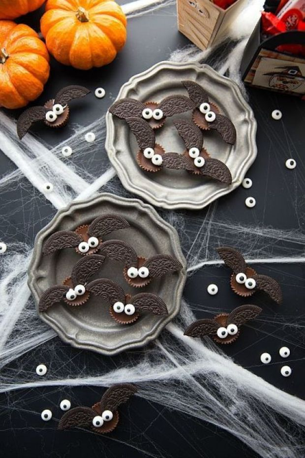 gallery-1471362098-4-ingredient-bat-halloween-treats.jpg