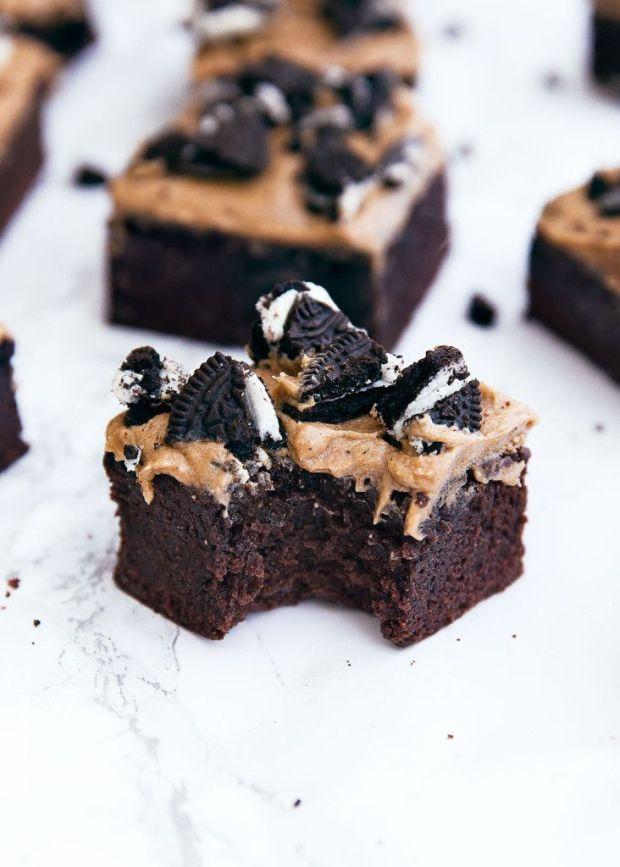 Mocha-Brownies-with-oreo-crumble-3-732x1024.jpg