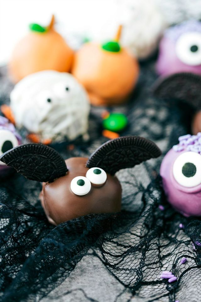 BAT-OREO-BALLS-4-adorable-and-festive-Halloween-Oreo-Balls-each-made-with-5-ingredients-or-less.jpg