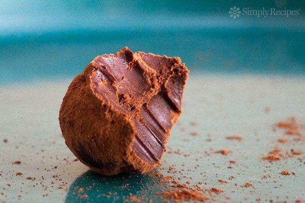chocolate-truffles-bite-horiz-b-640.jpg