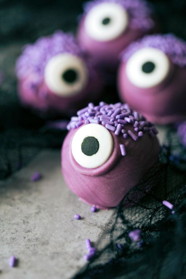 MONSTER-BITES.-4-adorable-and-festive-Halloween-Oreo-Balls-each-made-with-5-ingredients-or-less.jpg