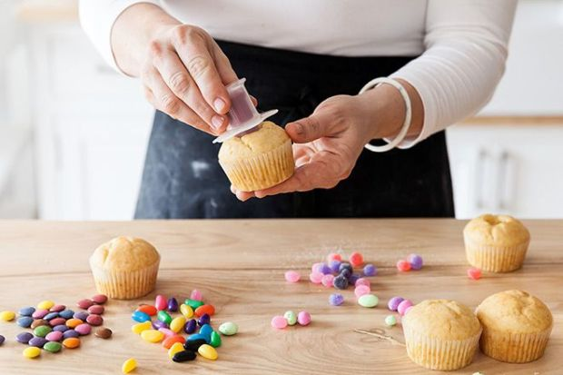 using-the-cupcake-corer_i8drwx.jpg