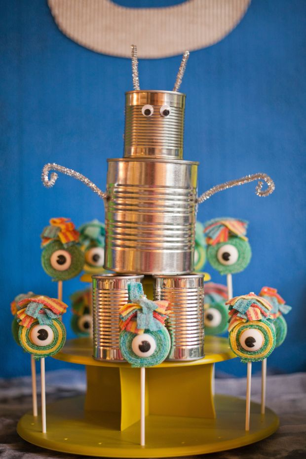 17-diy-robot-maria-healey-monsters-aliens-robots-birthday-party.jpg