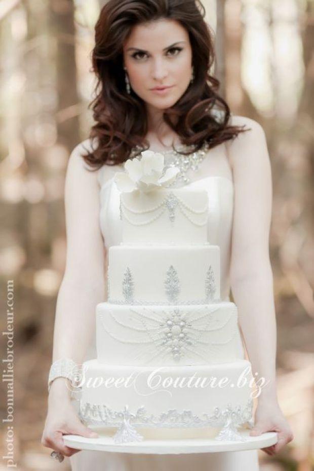 SweetCoutureBiz-gateau-mariage-montreal-blanc-argent-chic (1)
