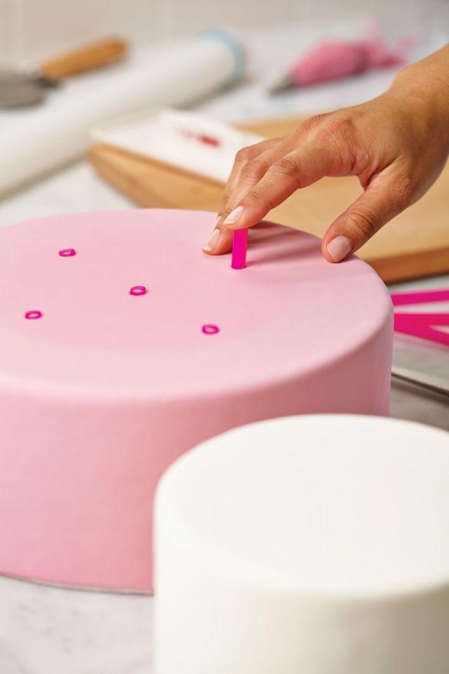 86e6e18d794a62136a461b6de5dc4fd5--teired-cakes-cake-making.jpg