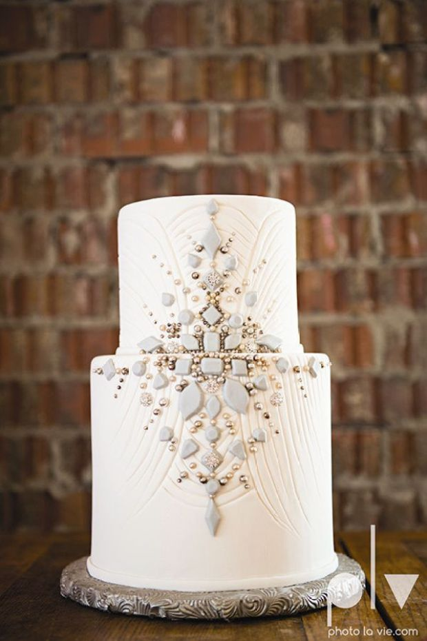 1920s-Gatsby-inspiration-vintage-wedding-cakes