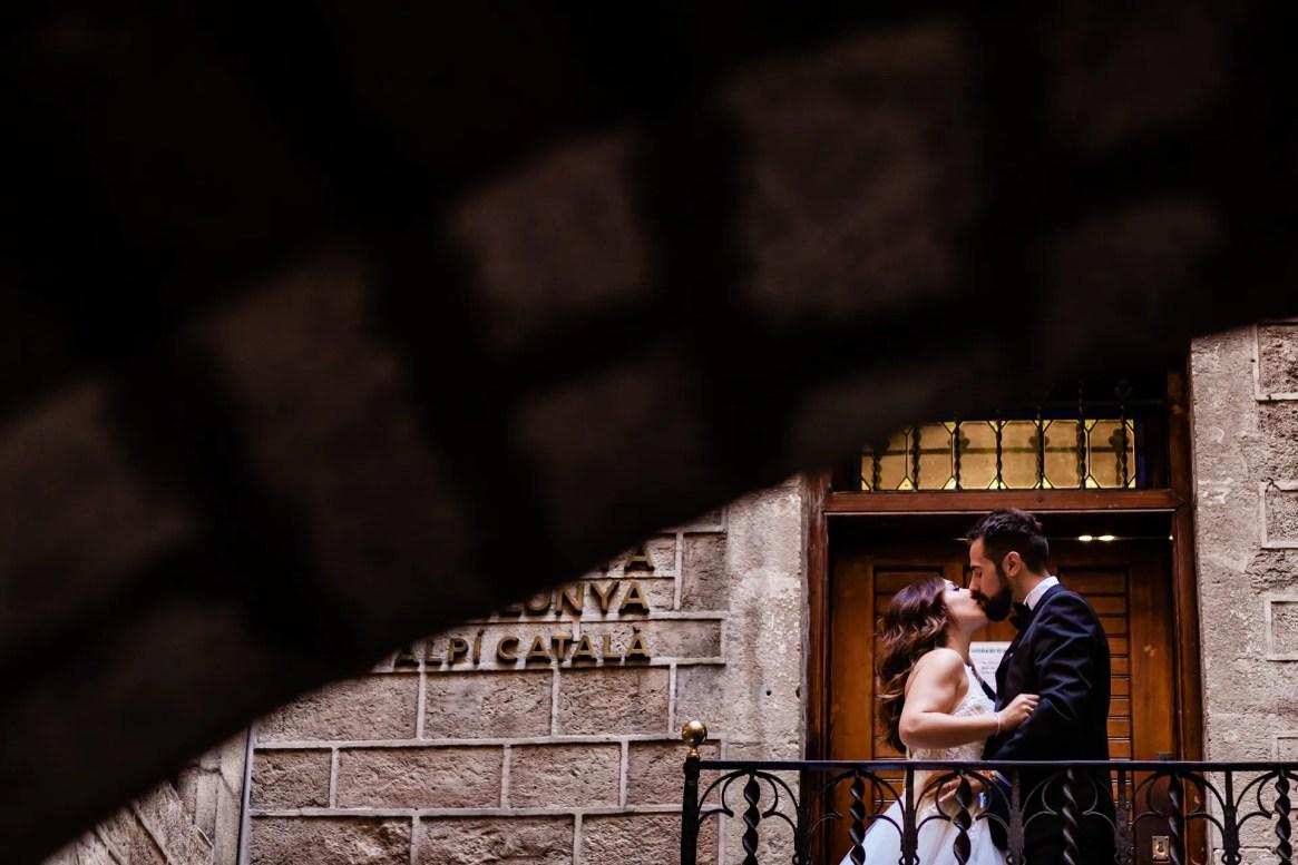 LuzdeBarcelona-boda-fotografo-postboda-gotico-Barcelona-13