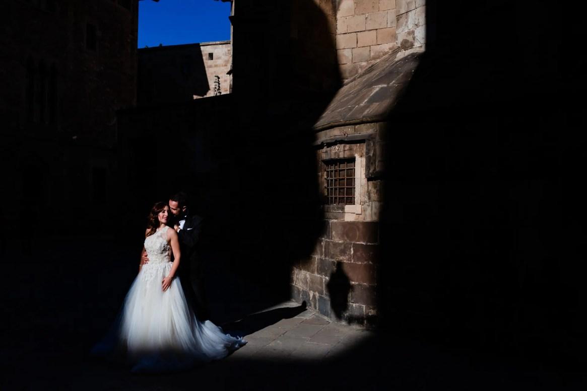 LuzdeBarcelona-boda-fotografo-postboda-gotico-Barcelona-14