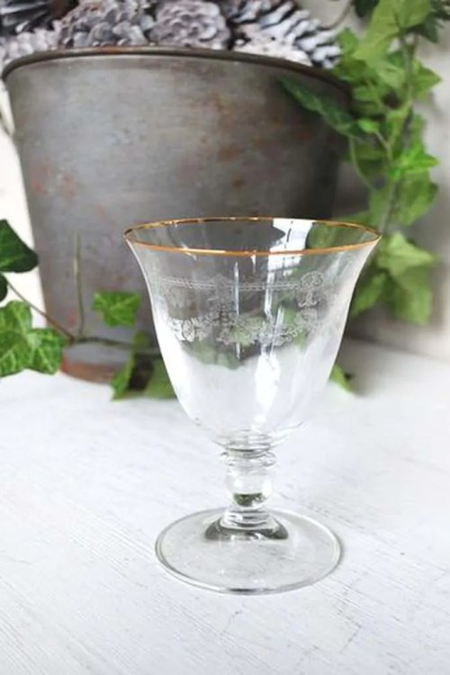 "WINE GLASS ""ST JACQUES"" WITH GOLD"