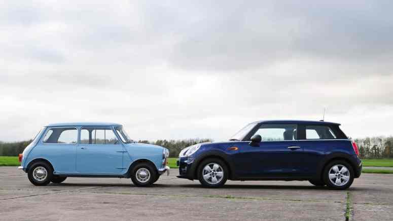 Po lewej Mini Cooper, po prawej - MINI Cooper.