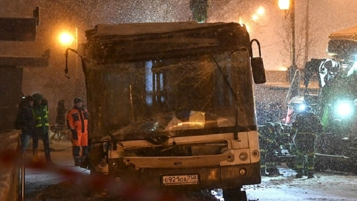 Un autobús atropelló a una multitud en Moscú y hay al menos cinco muertos