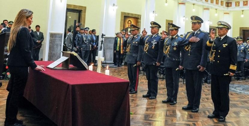 Áñez asumió el poder en un Palacio Quemado rodeado y militarizado