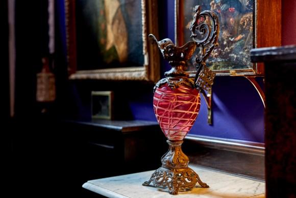 lavender's blue drawing room urn © lavender's blue stuart blakley