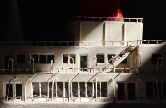 Bedroom Boat La Divine Comedie Avignon © Lavender's Blue Stuart Blakley
