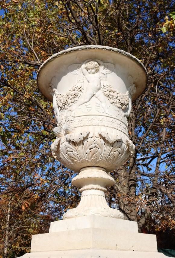 Jardin des Tuileries Urn Paris © Lavender's Blue Stuart Blakley