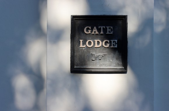 Belair House West Dulwich London Gatelodge Sign © Lavender's Blue Stuart Blakley