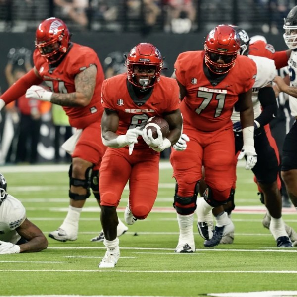 UNLV surrenders late touchdown, loses 28-24 to Utah State