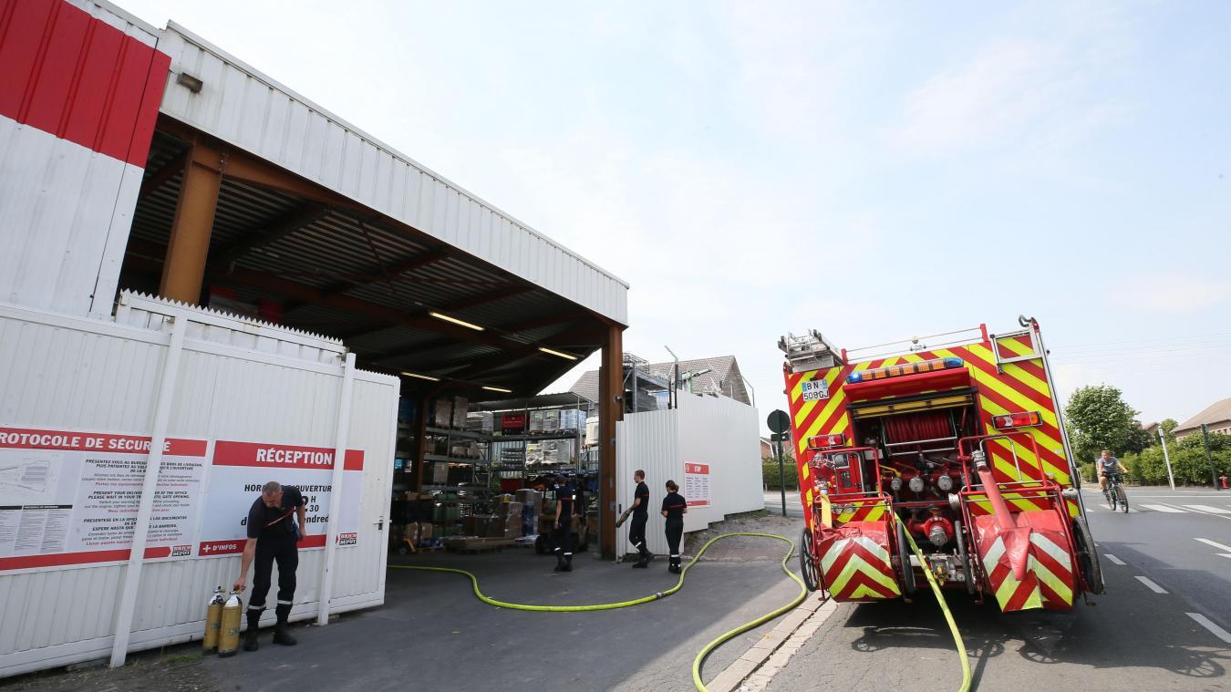 lievin cinquante personnes evacuees de brico depot apres l incendie de cabines de douche