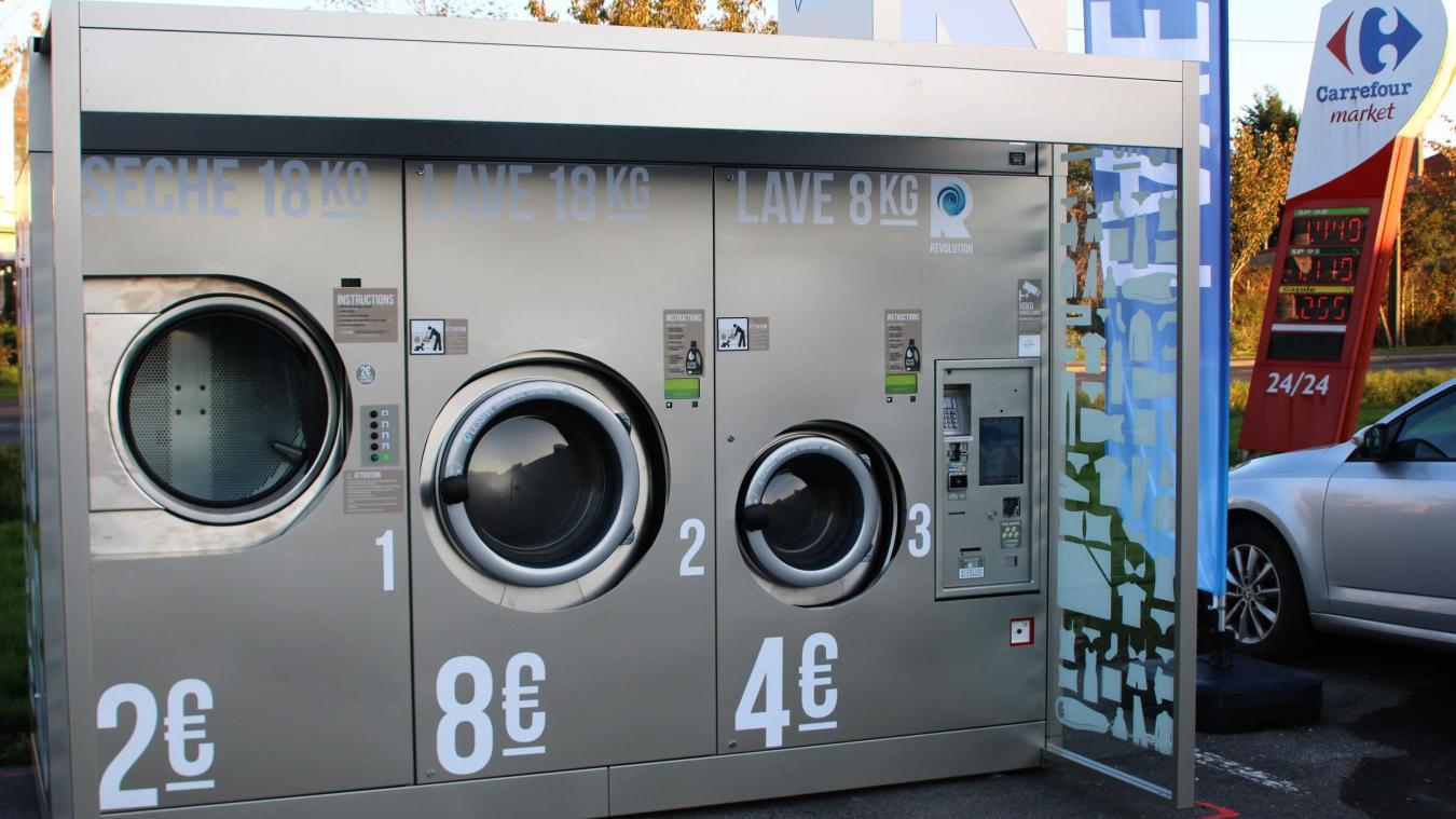 Une Laverie Automatique Pour Le Lavage Et Le Sechage Sur Le Parking De Carrefour