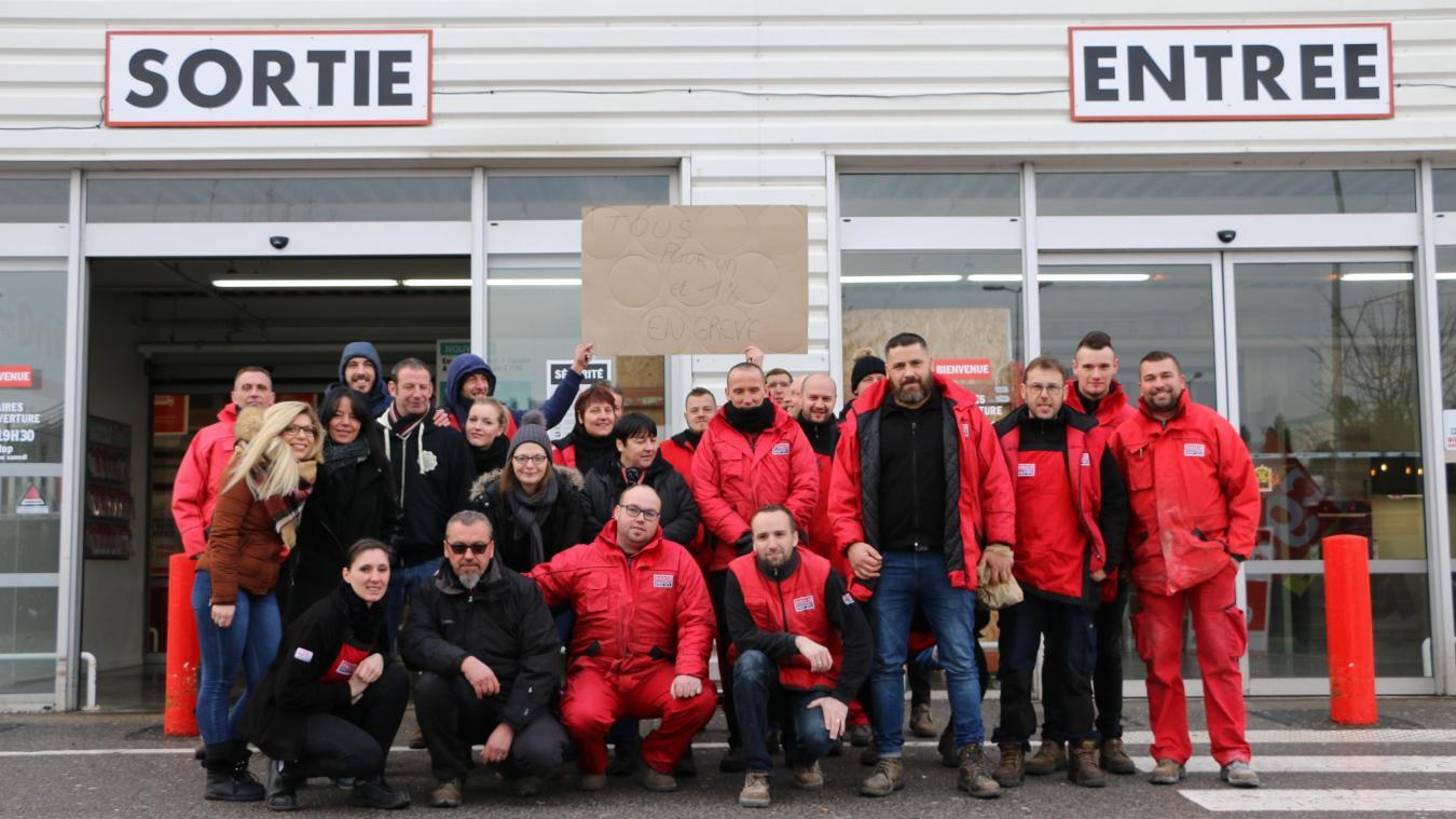 maubeuge les employes de brico depot entament une nouvelle journee de greve