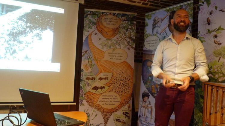 Arnaud Aldebert, apiculteur, a animé un atelier au cours a participé une quarantaine de personnes.
