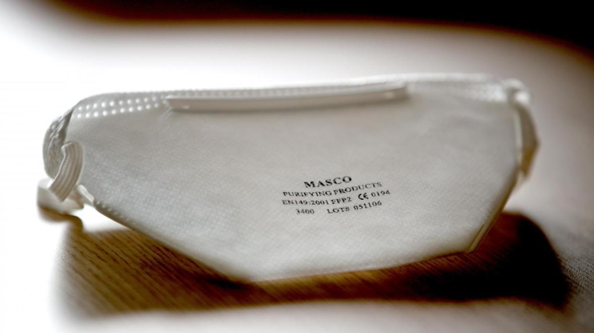 Les maisons de luxe Yves Saint Laurent et Balenciaga s'apprêtent à fabriquer des masques. Photo Sami Belloumi