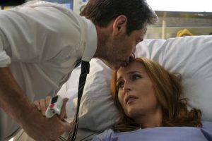 x-files - Gillian Anderson en a fini avec X-Files kiss 855x570