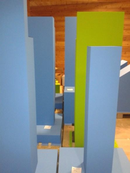 Ein Sockelwald in Blau und Grün. Blau steht für griechischen Einfluss, grün für steppennomadischen.