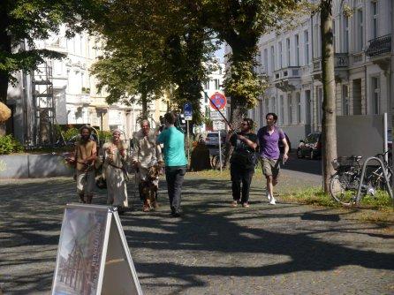 Ankunft am Museum, begleitet von einer WDR Crew.